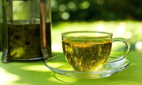 Зеленый чай эффективен и полезен при панкреатите, т.к. способствует выведению токсинов и уменьшению болезненных симптомов
