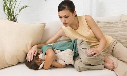 У малышей данная патология нередко протекает в острой форме с выраженной болью и жжением