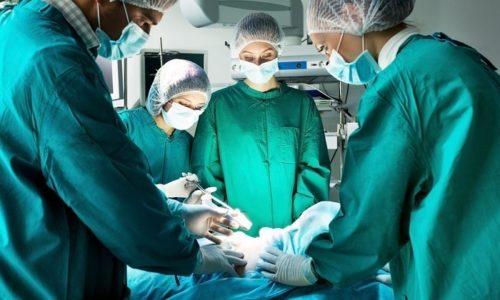 Хирургическое лечение цистита с кровью в моче рекомендуется только при тяжелых формах заболевания