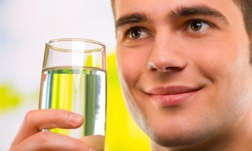 При появлении признаков цистита у мужчин, назначается внутреннее употребление содового раствора