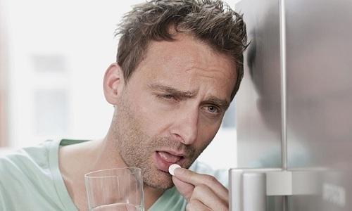 При воспалительных заболеваниях мочеполовой системы назначаются антибиотики, спазмолитики, нестероидные противовоспалительные средства