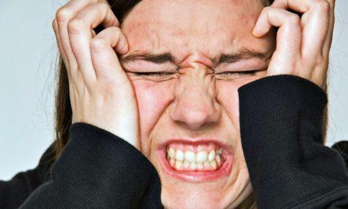 Женщина может жаловаться на то, что мочеиспускание затруднено, при частых стрессах
