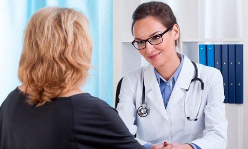Консультирует женский уролог, помощь которого необходима и при беременности в случае проблем с мочеполовыми органами