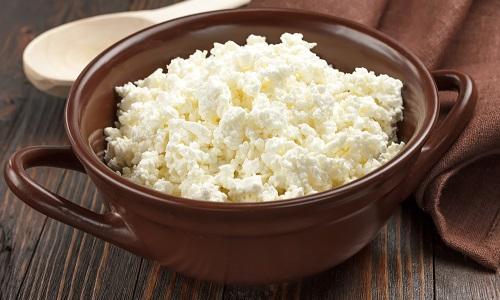 При цистите необходимо употреблять молочные продукты с небольшим процентом жирности