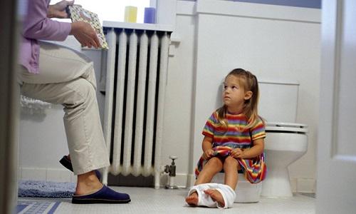 При шеечном цистите у детей наблюдается недержание мочи