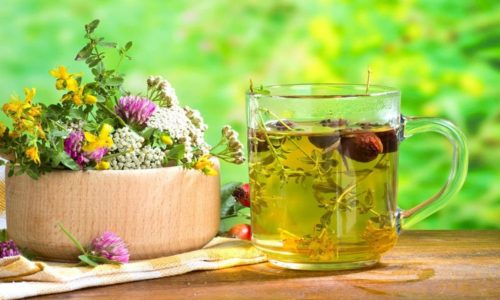 Существует много рецептов целебных отваров, для приготовления которых используют лекарственные травы