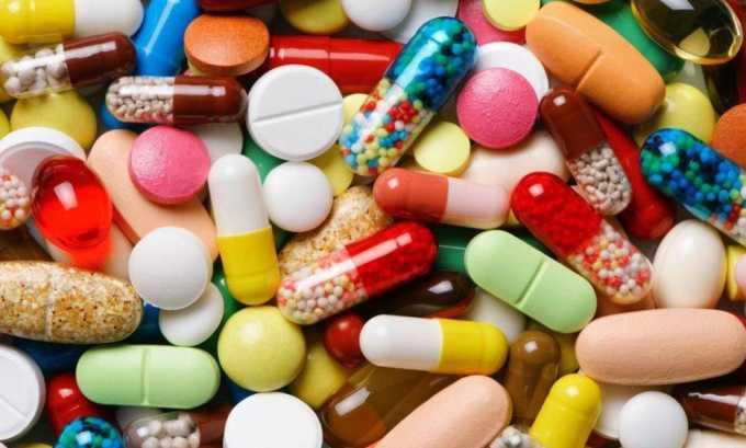 Терапевтический курс лечения заболевания включает прием лекарств
