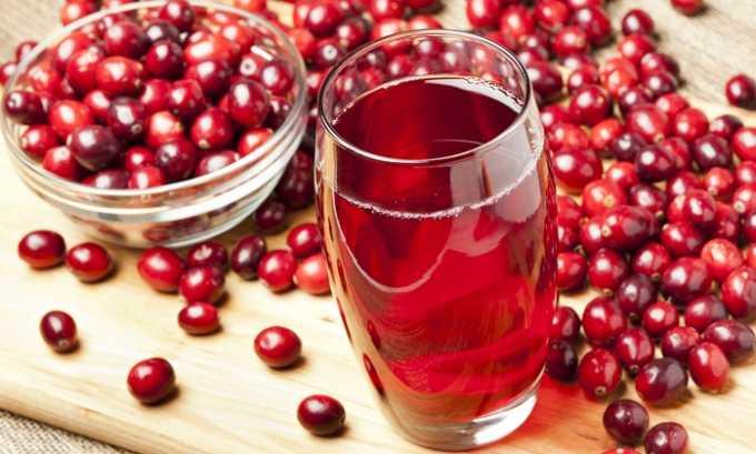 Клюквенный сок. Перед употреблением разбавляют кипяченой водой в соотношении 1:1, добавляют 1 ст. л. меда
