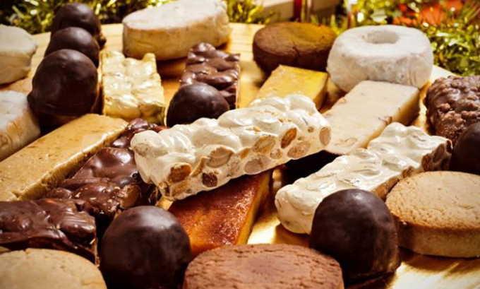Исключаются продукты, раздражающие слизистую мочевого пузыря, например сладости и шоколад