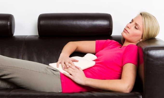 Чтобы быстро избавиться от острой формы цистита, в первую очередь необходимо соблюдать постельный режим. На низ живота, если в моче отсутствуют кровяные выделения, рекомендуется положить теплую грелку