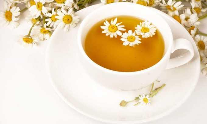 При первых симптомах цистита полезно как можно быстрее начать прием ромашкового чая