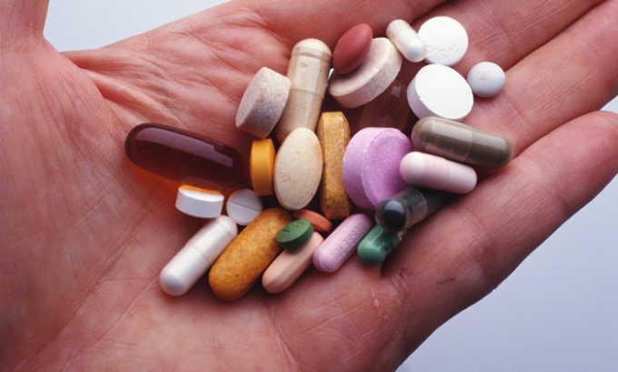 Причиной развития цистита у пожилых людей может быть длительный и бесконтрольный прием некоторых лекарственных препаратов