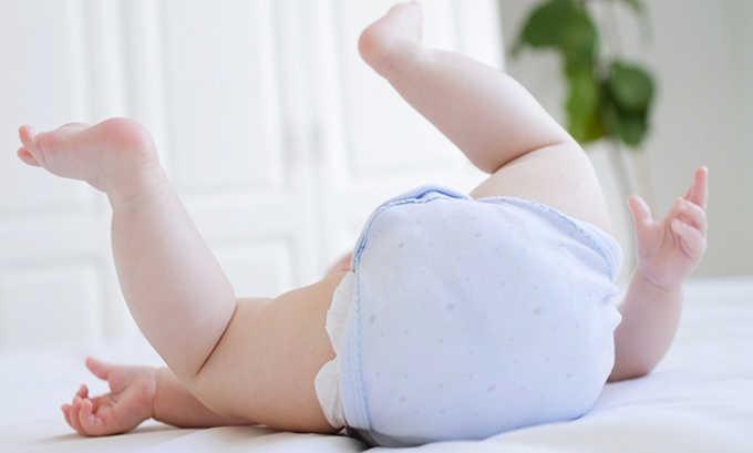В следствие несвоевременной смены подгузников на коже младенца создаются благоприятные условия для роста и развития патогенной микрофлоры, и инфекция легко проникает восходящим путем через уретру в мочевой пузырь