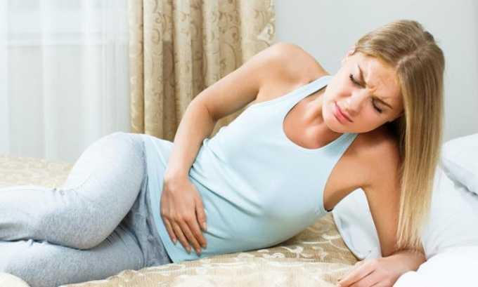При цистите боли могут отдавать в поясницу и низ живота. Нередко повышается температура тела