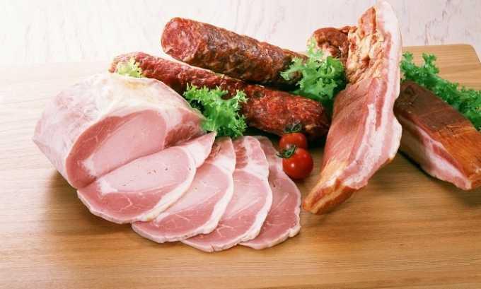 Не разрешено к употреблению при цистите копченое и жирное мясо