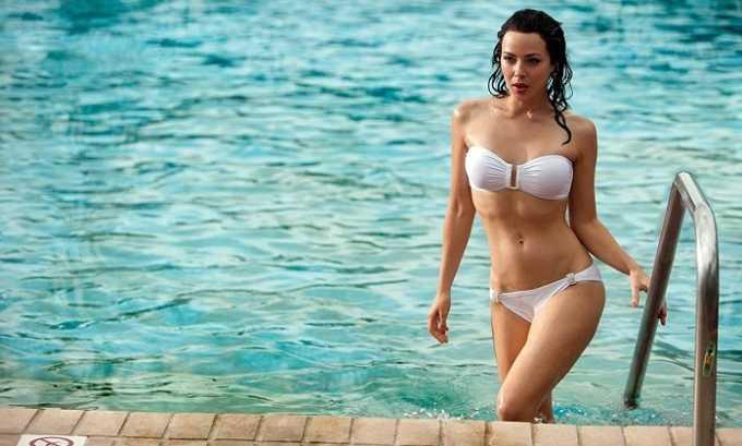 После каждого купания необходимо менять мокрый купальник на сухую одежду