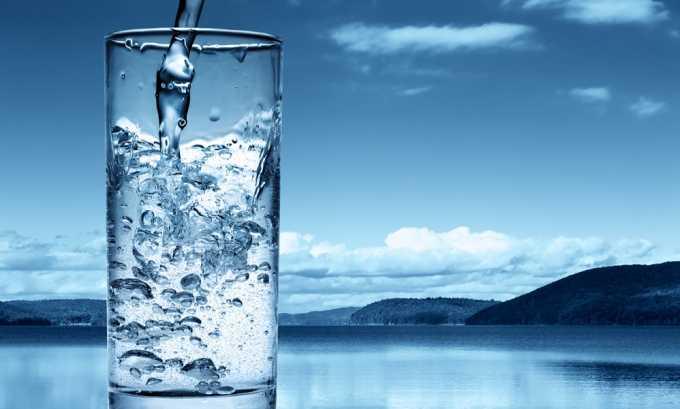 Питьевой режим нарушать нельзя. Следует употреблять 2 литра жидкости в сутки