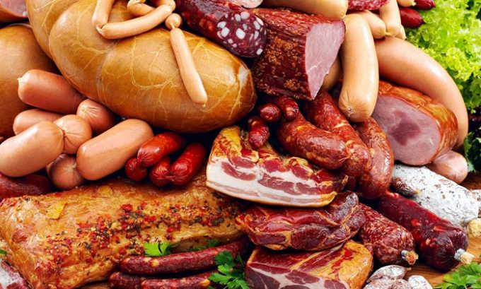 Следует обратить внимание, чтобы соления, копчености, маринады и другие острые блюда были на столе как можно реже
