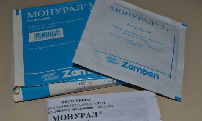 Лекарственная терапия включает применение уроантисептиков, таких как Монурал