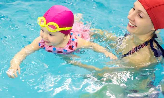 Если вы посещаете бассейн с ребенком, объясните ему, что в воду мочиться нельзя