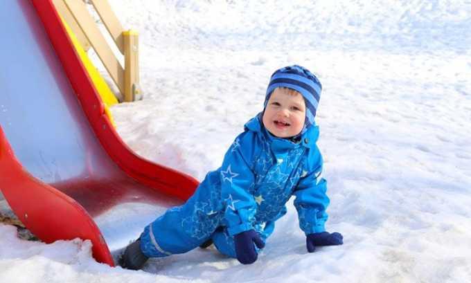 Зимой болезнь возникает от переохлаждение организма после катания с горки