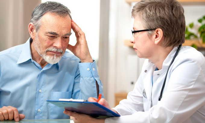 Опрос пациента и анализ истории болезни в сочетании с урологическим осмотром помогает определить возможную причину дриблинга