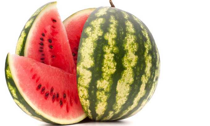 В рационе должны присутствовать фрукты, которые обладают хорошим мочегонным действием. К ним относится арбуз
