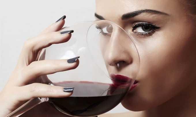 Запах урины у девушек становится неприятным, но не является симптомом болезни, если предварительно был выпит алкоголь