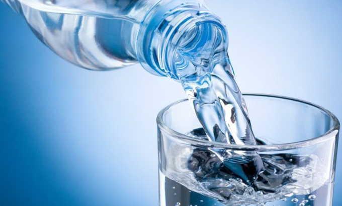 Для предотвращения появления цистита следует потреблять достаточное количество жидкости, которое должно быть не менее 2 л в день