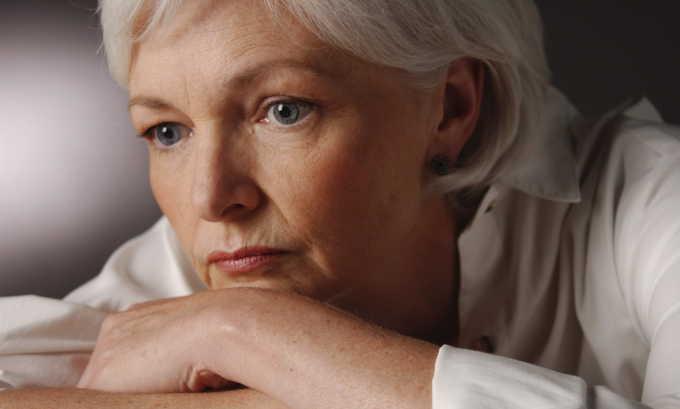 Развитию дриблинга может способствовать и гормональная перестройка в период менопаузы