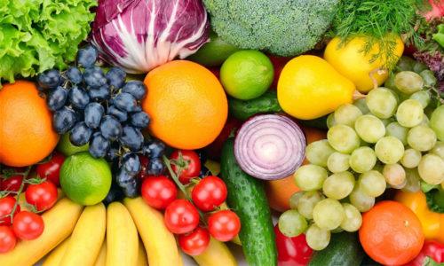 Оранжево-красный цвет урины наблюдается после употребления в пищу большого количества ягод, фруктов или овощей