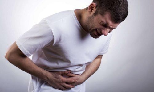 Кроме зуда пациенты ощущают выраженные боли в животе