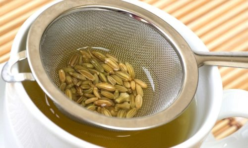 Семена укропа заливают горячей водой в соотношении 1:20 и настаивают в термосе 2 часа
