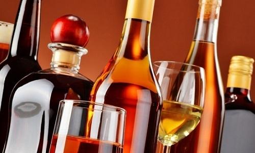 Из меню больного нужно исключить алкогольные напитки