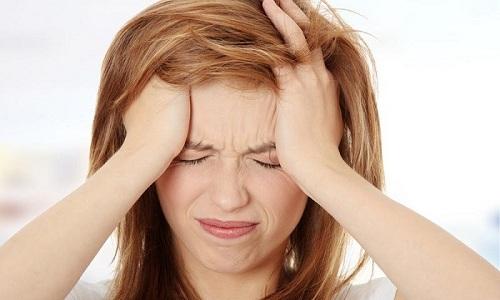 При застуженном мочевом мочевом пузыре человека может беспокоить сильная головная боль