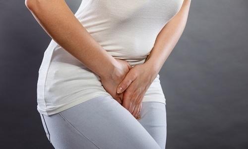 Развитие цистита встречается в большинстве случаев у девушек и женщин, что обусловлено анатомическим строением уретры