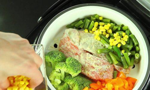 Диета при цистите предполагает рацион, в котором в минимальном количестве присутствуют мясо и рыба, но можно без ограничения употреблять фрукты, ягоды и овощи