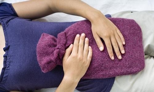 С помощью тепла можно вылечить неосложненный цистит. Такое воздействие приводит к расширению сосудов и устранению спазмов