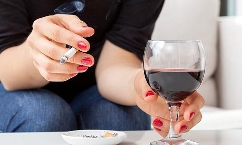 Лечение цистита не ограничивается только приемом лекарств. Обязательно нужно отказаться от вредных привычек