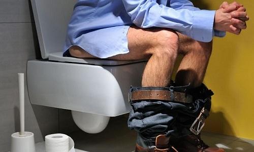Болезненное мочеиспускание и неприятные ощущения внизу живота - это симптомы болезней мочевого пузыря у мужчин