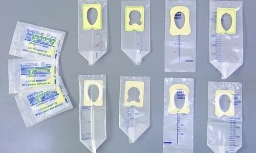 У детей до года для сбора мочи рекомендуется использовать специальный мочеприемник
