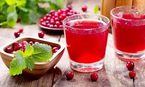 Для лечения воспаления мочевого пузыря при цистите применяется клюквенный сок
