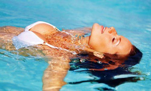 Заразиться в бассейне во время купания практически невозможно
