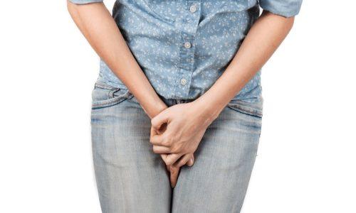 Немедленно обращаться за медицинской помощью (не ждать сутки) необходимо при окрашивании урины в ярко-оранжевый и наличии задержки мочеиспускания