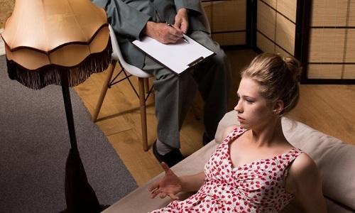 Психолог использует для выявления заболевания диагностическое интервью