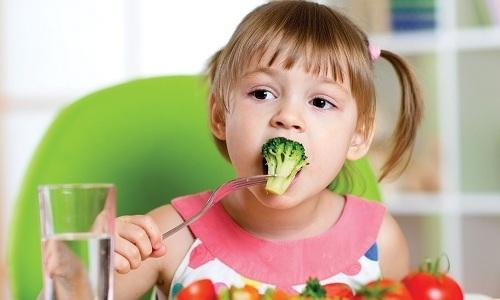 Ребенку нужно давать больше фруктов и овощей как свежих, так и термически обработанных