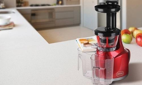 Для изготовления брусничного сока можно использовать соковыжималку, при этом дополнительное процеживание не требуется