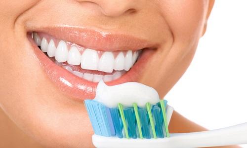 Перед контактом врачи рекомендуют хорошо почистить зубы