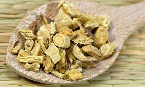 При цистите полезно употреблять лечебные напитки с корнем алтея