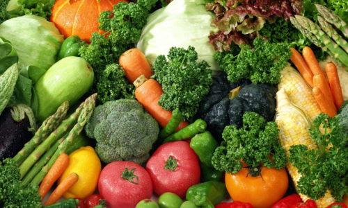 В меню при заболеваниях мочевыделительной системы превалируют продукты с растительной клетчаткой: капуста, морковь, зелень, фрукты, ягоды